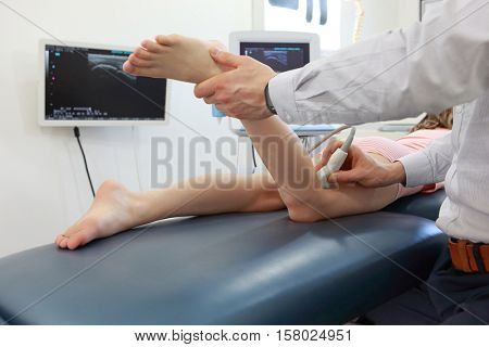 Ultrasound of girl's knee-joint - diagnosis