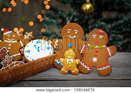 Christmas card with gingerbread men, background boke