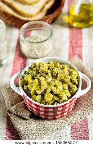 Pease porridge with split yellow green peas