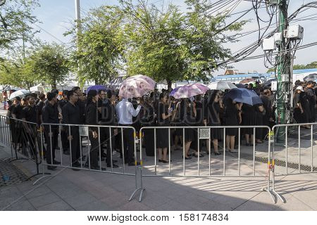BANGKOK THAILAND - NOV 22 : moving step for mourners in sanam luang for into Grand Palace while the funeral of king Bhumibol Adulyadej on november 22 2016