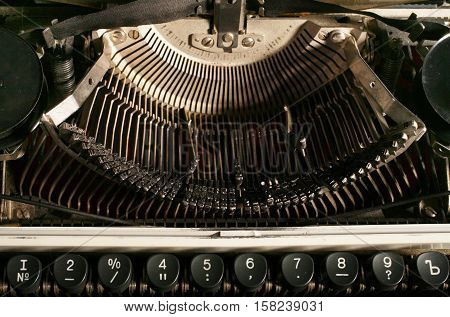 Keys and the internal mechanism of a typewriter