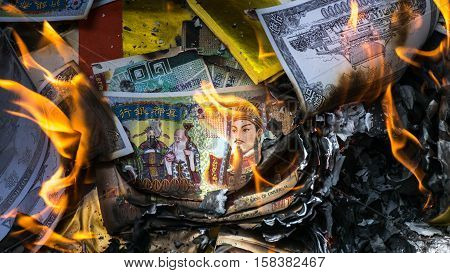 Burn paper money paper gold to the deceased. Which is the cultural beliefs of the Chinese people.