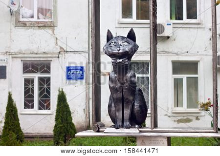 RUSSIA ZELENOGRADSK - OCTOBER 11 2014: Sculpture of elegant cat in a bow tie as a memory of the prussian cats living in the Cranz. Zelenogradsk (Cranz) is a resort town in Kaliningrad Oblast Russia near the Curonian Spit on the Baltic Sea.