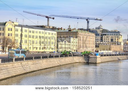 MOSCOW RUSSIA - November 11.2016: Riverbed of Vodootvodny Canal. Bolotnaya street and embankment. Late morning