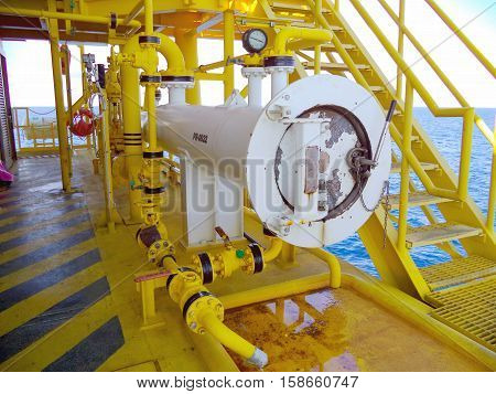 Pig receiver and valve construction for oil and gas production process, Pipeline construction on offshore platform, Wellhead platform offshore oil and gas industry