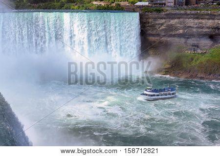 Cruise ship near big Horseshoe fall, Niagara falls, Canada