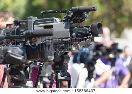 Filming an event with a video camera. News conference.