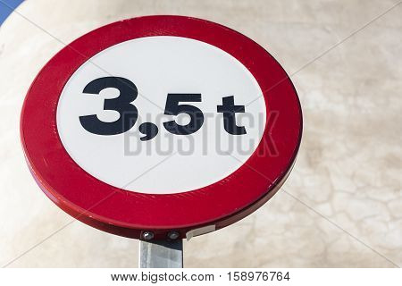 Traffic sign outdoors prohibiting thoroughfare of vehicles with a weight over 35 metric tons