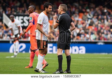 VALENCIA, SPAIN - NOVEMBER 20th: (10) Parejo talks with referee during La Liga soccer match between Valencia CF and Granada CF at Mestalla Stadium on November 20, 2016 in Valencia, Spain