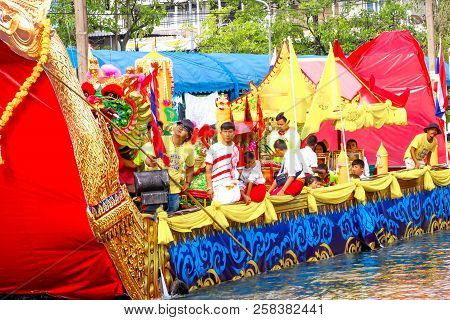 Samutsakorn, Thailand - July 27, Many People In Big Boat Parade Traditional Of Candles To Temple At