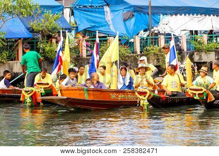 Samutsakorn, Thailand - July 27, Thai People Smile In Parades Traditional Of Candles To Temple At Ka