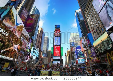 New York, Usa - August 24, 2018: Crowded With Many People Walking Times Square With Huge Number Of L