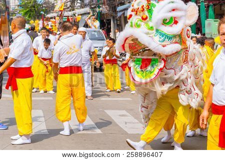 Bangkok,thailand-september 30 2016: Chinese Lion Dance At Yaowarat Or Bangkok Chinatown Street Durin