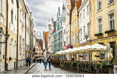 Tallinn, Estonia - August 13, 2016: Medieval Streets Of Old Town Of Tallinn With Beautiful Colourful