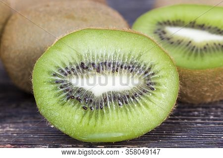 Red Ripe Green Kiwifruit, A Delicious Dessert Of Fruit , The Details Of The Green Fruit Good For Hea