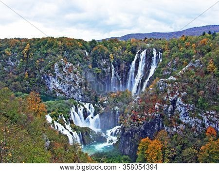 Big Waterfall, Plitvice Lakes National Park, Unesco Natural World Heritage - Plitvica, Croatia