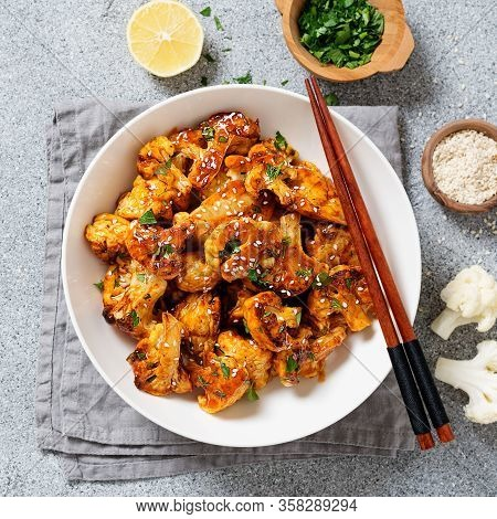 Buffalo Cauliflower . Popular Baked Cauliflower With Barbeque Sauce. Barbecue Cauliflower Wings . Ve