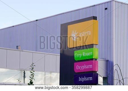 Bordeaux , Aquitaine / France - 03 07 2020 : Astera Wholesaler Logo Sign With Part Wholesaler Cerp R