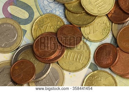 Set Of Euros, 20 Notes, Coins Of 2 Euros, 1 Euro, 50 Cents, 20 Cents, 5 Cents And 1 Cent As A Macro