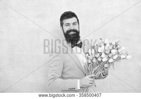 Flowers Delivery. Gentleman Romantic Date. Birthday Greetings. Best Flowers For Girlfriend. Flowers