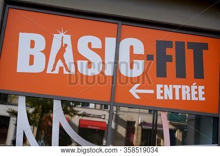 Bordeaux , Aquitaine / France - 11 20 2019 : Basic-fit Fitness Club Sign Logo European Market Leader