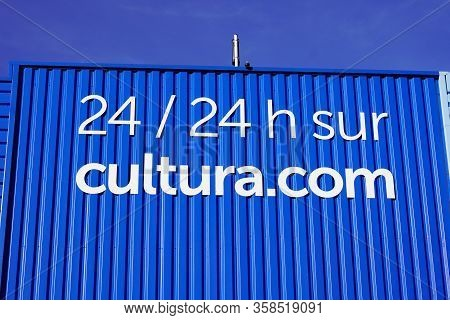 Bordeaux , Aquitaine / France - 01 22 2020 : Cultura.com Sign Cultura Logo Shop On Building Facade S