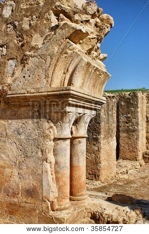 Ruínas Do Claustro Do Mosteiro De Santa Clara-a-velha
