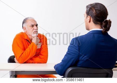 Old captive meeting with advocate in pre-trial detention