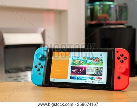 Uk, March 2020: Nintendo Switch Games Console Eshop For Buying Games Online