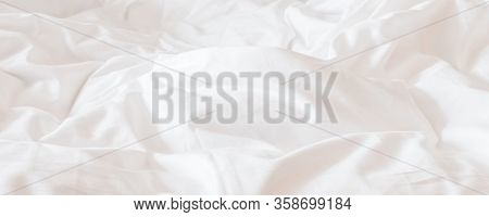 White Bed Sheet Blanket, Wrinkled Duvet, Crumpled Comforter Cloth Used In Hotel, Resort Or Home Inte