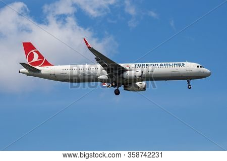 Istanbul / Turkey - March 28, 2019: Turkish Airlines Airbus A321 Tc-jsl Passenger Plane Arrival And