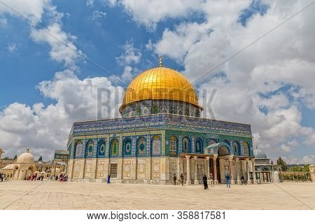 Jerusalem, Israel - May 23, 2016: The Dome Of The Rock Is An Islamic Shrine Located On The Temple Mo
