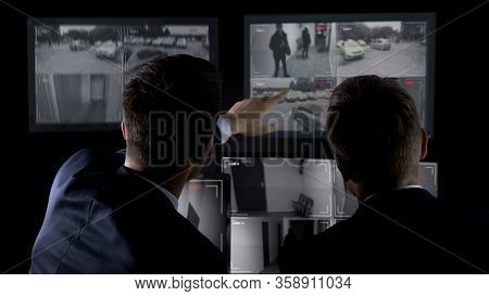 Private Agents Monitoring Cctv Footage, Searching For Criminal, Discussion