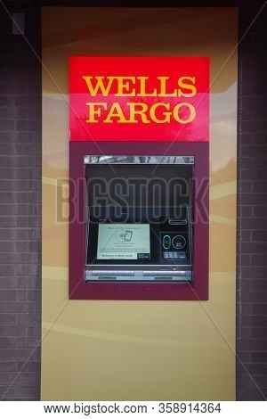 Scottsdale,Az/USA - 8.18.19:Wells Fargo  ATM, Wells Fargo & Company is an American multinational financial services company headquartered in San Francisco, California.