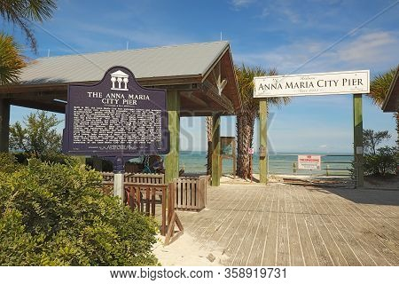 Anna Maria, Florida - November 24 2018: Sign For The Missing Anna Maria City Pier After It Was Destr