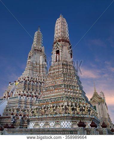 Wat Arun Ratchawararam Ratchawaramahawihan Or Wat Arun - Buddhist Temple In Bangkok Yai District Of