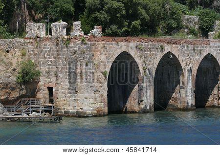 Alanyas' mediterranean coastline and Ottoman castle