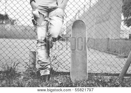 Frau mit dem skateboard