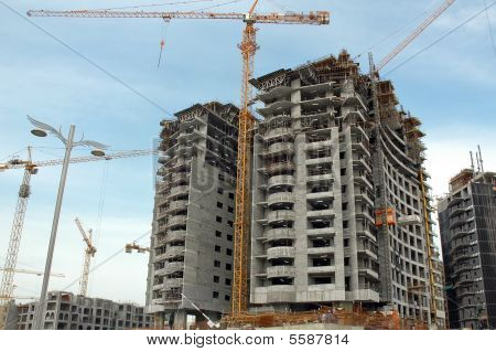 Building Palm Jumeira In Dubai
