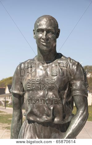 Henrik Larsson Statue