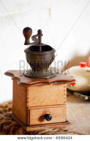 Old Dutch Coffee Cruncher