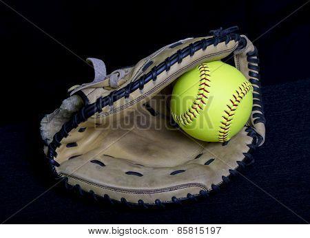 Fastpitch Softball Catchers Mitt With Yellow Ball