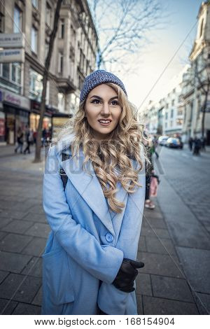 Streetstyle portrait of fashion woman posing in the city