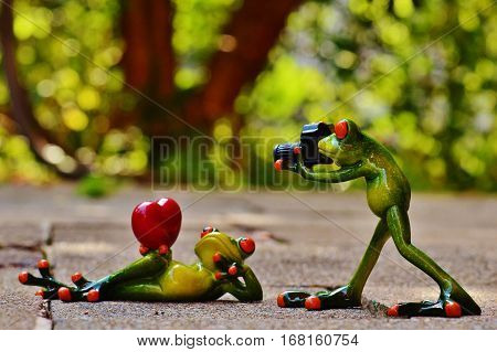 Frog Love love love roses Valentines Day Wallpaper Valentine's Day love love love love love love love frogs, cute frog cute frog cute.