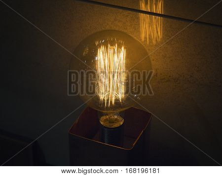 Burning an incandescent lamp with a large decorative spiral