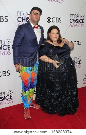 LOS ANGELES - JAN 18:  Chris Sullivan, Chrissy Metz at the People's Choice Awards 2017 at Microsoft Theater on January 18, 2017 in Los Angeles, CA