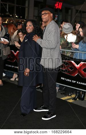 LOS ANGELES - JAN 19:  LaTanya Richardson, Samuel L. Jackson at the