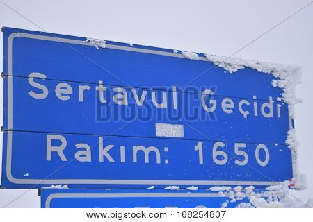 Sertavul gate in Mersin district (mersin district border).Sertavul altitude plate.Sertavul geçidi tabelası (Mersin).Sertavul rakımı