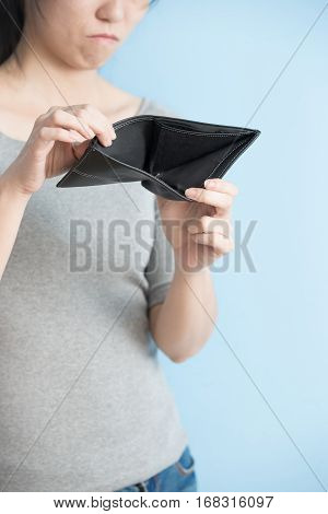 woman with no money in her pants wallet