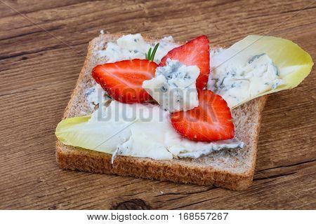 Sandwich With Gorgonzola And Strawberry
